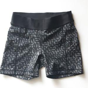 Lululemon Sz XS Black&Grey Geometric Print Shorts